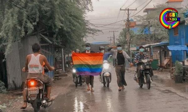 20일 만달레이시에서 우중에도 반독재 시위