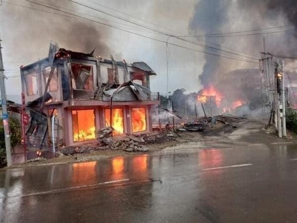 18일 오후 3시경 친주 탄다라시애서 군경들이 총과 여러 무기들로 마을을 공격했다. 집 10채가 불에 탔다.