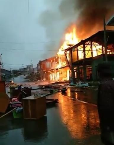 18일 오후 3시경 친주 탄다라시에서 군경들이 총과 여러 무기들로 마을을 공격했다. 집 10채가 불에 탔다.