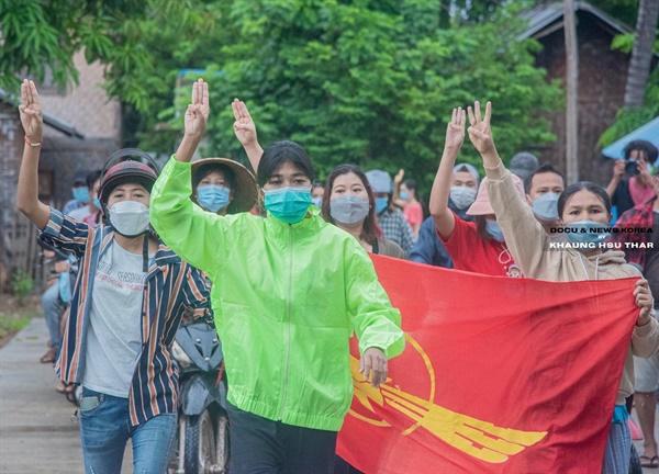 20일 사가잉주 몽유와시에서 벌어진 반독재 시위