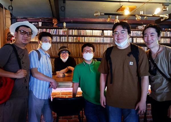 버텀라인에서 공연을 진행한 박재홍 밴드와 버텀라인 허정선 대표(가운데)