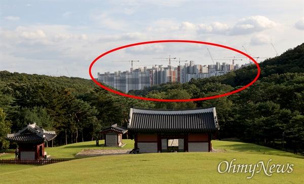 문화재청은 김포장릉 인근 검단신도시에 허가 없이 아파트를 짓고 있는 건설사 3곳 (붉은색 표시 부분)을 문화재보호법 위반 혐의로 경찰에 고발했다.