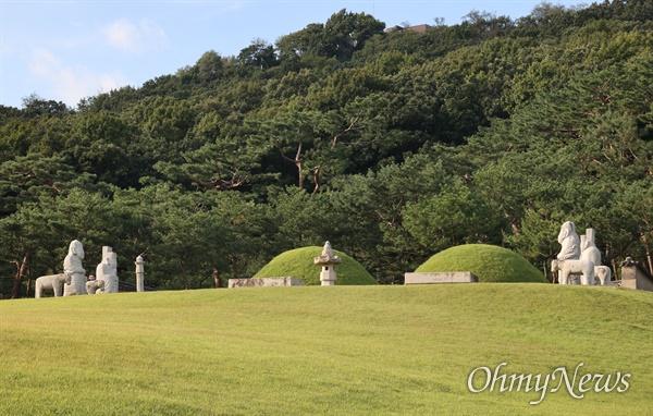 김포장릉은 조선후기 제16대 인조의 아버지 원종과 왕비 인헌왕후 구씨가 묻혀 있는 능이다.