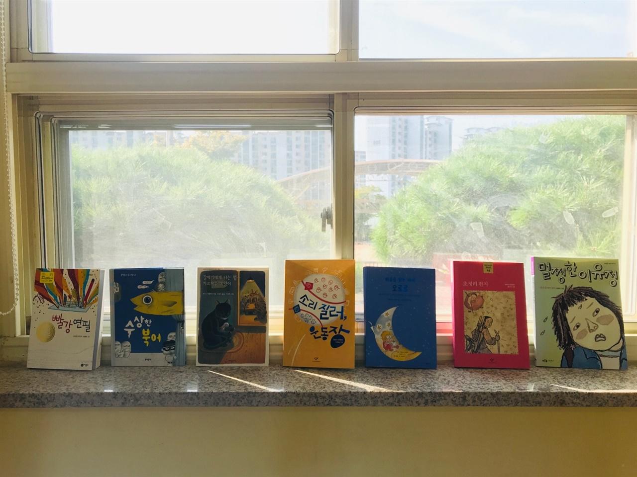 3월부터 아이들에게 긴 이야기책을 매달 한 권씩 읽어주고 있습니다.