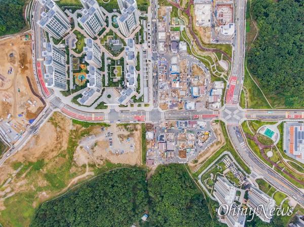 27일 오후 경기도 성남시 대장동 일대 대장지구 개발 사업으로 공사중인 현장들이 보이고 있다.