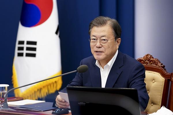 문재인 대통령이 9월 27일 청와대에서 열린 수석·보좌관 회의에서 발언하고 있다.
