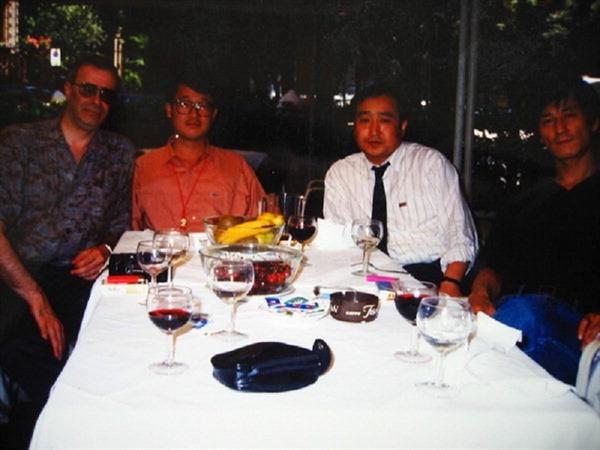 1992년 이탈리아 페사로영화제. 왼쪽부터 토니 레인즈. 김지석, 전양준. 이용관