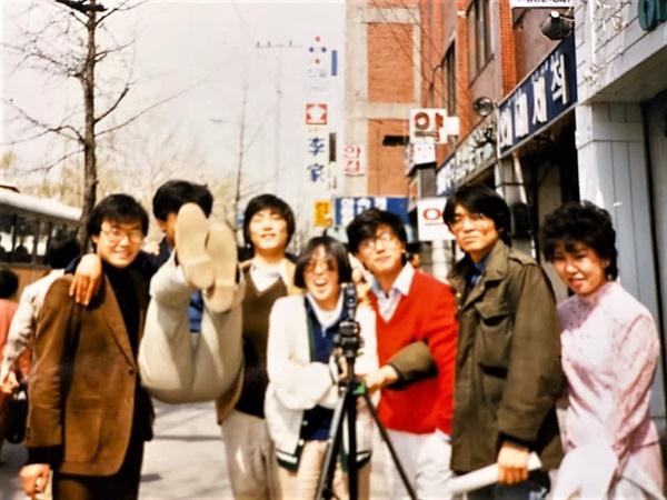 외국어대 영화연구회 울림. 오른쪽에서 두번재 장기철(감독), 세번째 이재용(감독)