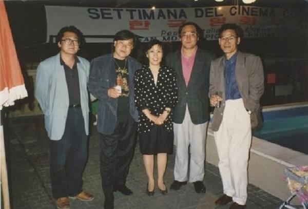 1992년 페사로영화제. 왼쪽부터 박광수 감독, 이장호 감독, 임안자 평론가, 배창호 감독, 안성기 배우