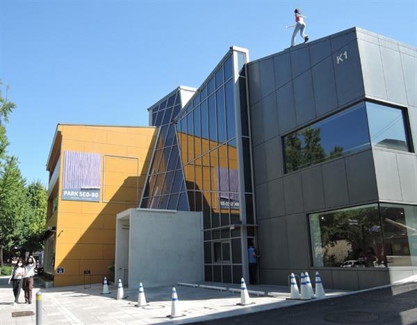 '박서보전'이 열리는 국제갤러리 K1전시장 입구