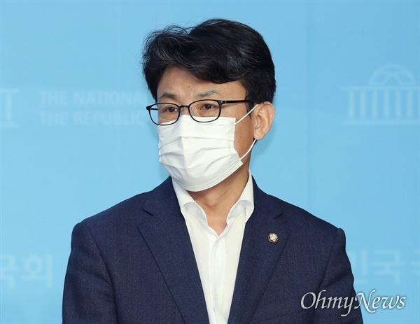 진성준 더불어민주당 의원. 사진은 지난 9월 23일 오전 서울 여의도 국회 소통관에서 열린 정치개혁 TF출범 기자회견에 참석하고 있는 모습.