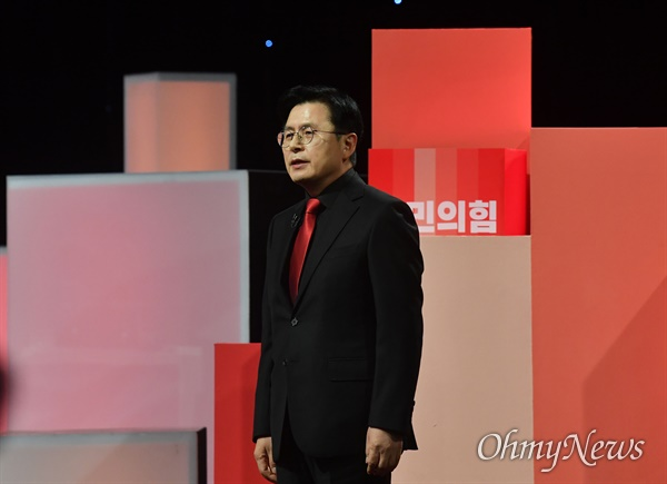 지난 5일 당시 황교안 국민의힘 대선 경선 예비후보가 서울 여의도 한국방송공사 스튜디오에서 열린 제6차 방송토론회에서 인사말을 하던 모습.