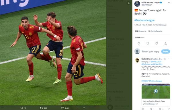 페란 토레스 스페인의 페란 토레스가 이탈리아전에서 득점 이후 세레머니를 펼치고 있다.