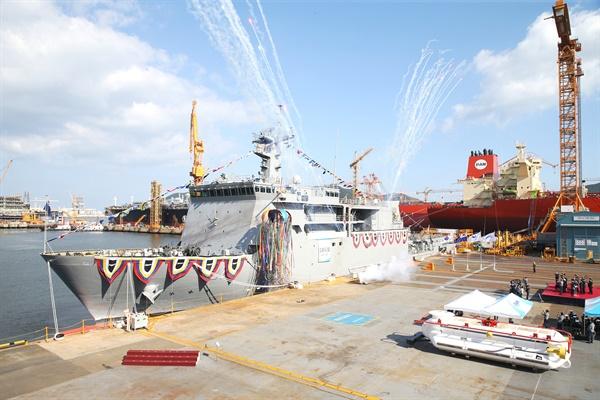 7일 오후 대우조선해양 옥포조선소에서 해군 차기 잠수함구조함 '강화도함' 진수식을 거행했다.