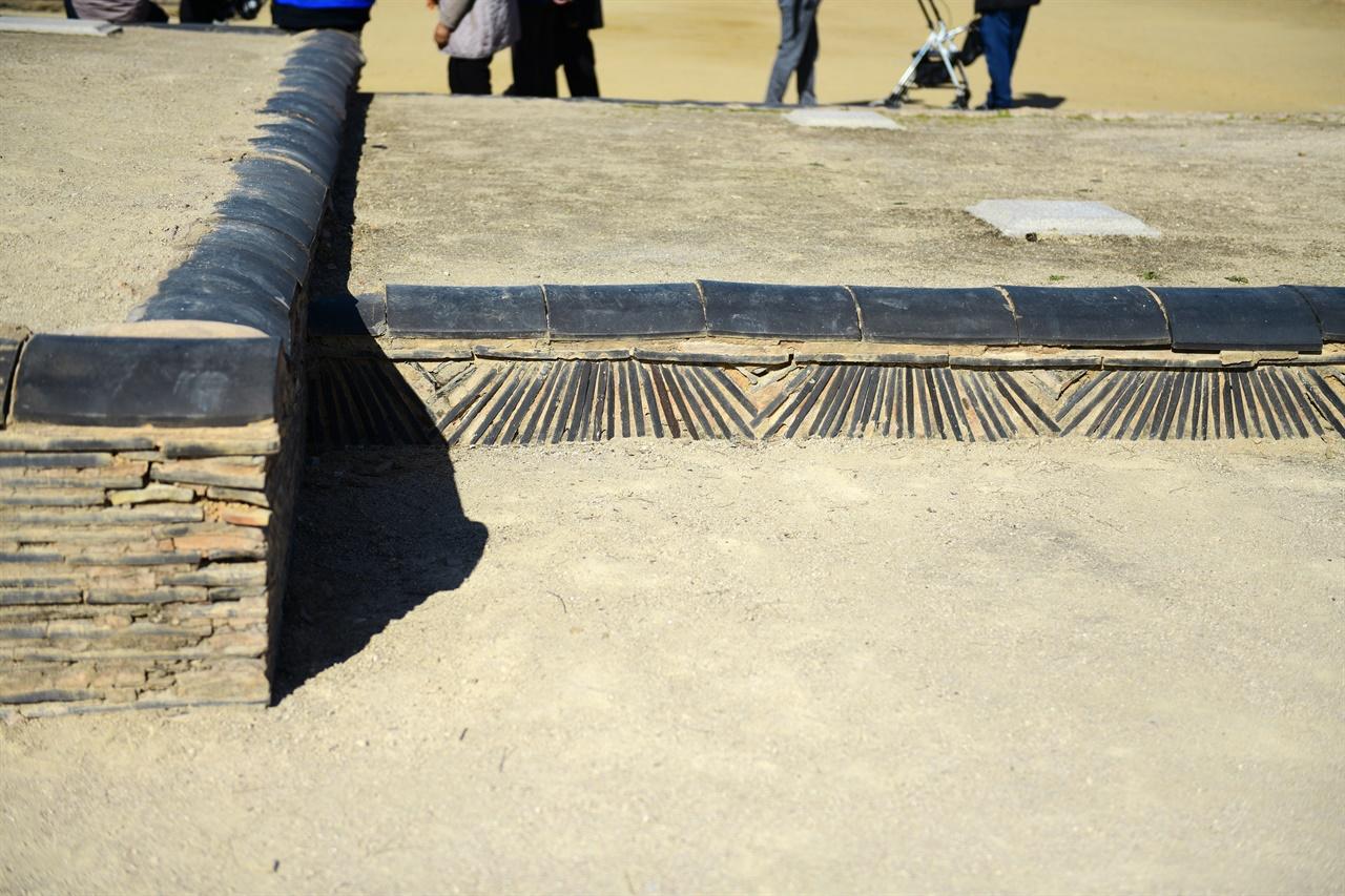 정림사지 터의 와적기단은 학술적 가치가 큰 기법이라고 전한다.