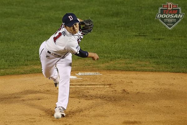 두산 우완 투수 최원준이 8일 롯데 자이언츠와의 홈 경기서 호투를 펼치며 팀을 승리로 이끌었다.