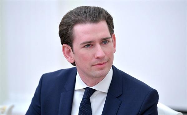 부패 혐의를 받은 제바스티안 쿠르츠(35) 오스트리아 총리가 현지시각 9일 기자회견을 열고 사임을 선언했다.