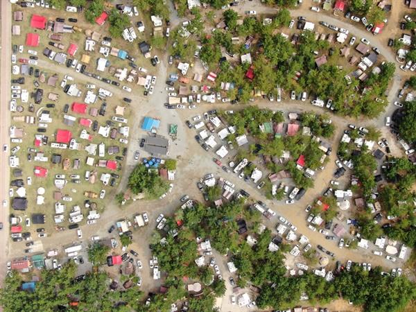 황금연휴의 시작인 9일 수많은 캠핑족들이 캠핑의 메카인 몽산포캠핑장을 찾았다.