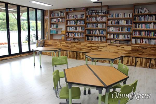 남해 상주중학교 도서관.