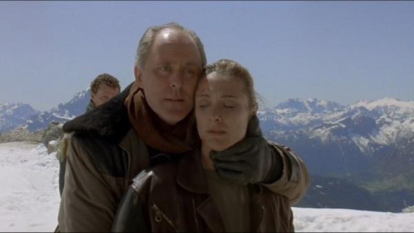 <클리프행어>의 빌런 존 리스고는 영화와 드라마를 넘나들며 여러 시상식에서 수상 경력이 있는 베테랑 배우다.