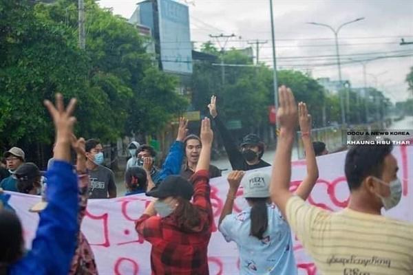 11일 사가잉주 몽유와 반독재 시위대가 강제 해산을 당했지만 모두 안전하게 피신