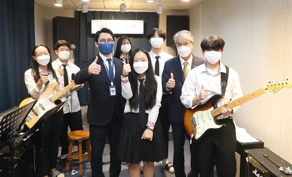 박종훈 교육감은 13일 오후 거제 장목중학교를 방문해 '작은학교 살리기 정책 간담회'를 가졌다.