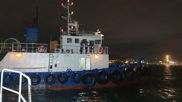 부산해양경찰서는 13일 오후 10시 19분경 동삼동 물량장 앞 해상에서 음주 상태로 선박을 운항한 예인선 A호의 선장을 적발했다.