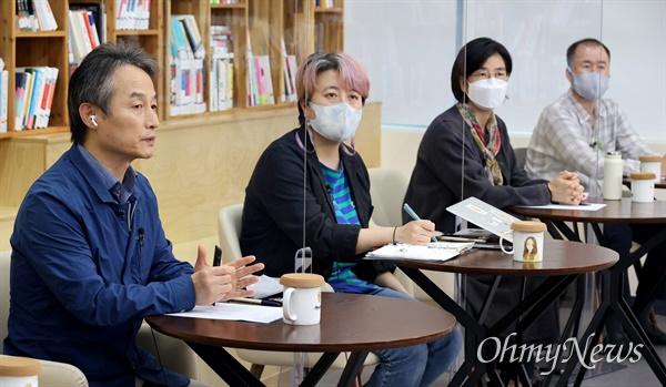 안병욱 호서대 교수(왼쪽 첫번째)가 14일 오후 서울 은평구 서울혁신파크 상상청에서 <오마이뉴스>와 서울혁신센터 공동기획으로 열린 '2021 사회혁신포럼'에 참석해 '기후 위기 시대, 친환경의 삶을 살아야 하는 이유'라는 주제로 강연을 하고 있다.