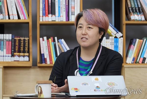 최서연 달냥(비건카페) 대표가 14일 오후 서울 은평구 서울혁신파크 상상청에서 <오마이뉴스>와 서울혁신센터 공동기획으로 열린 '2021 사회혁신포럼'에 참석해 비건, 채식, 쓰레기 없는 일상에 대해 이야기를 나누고 있다.