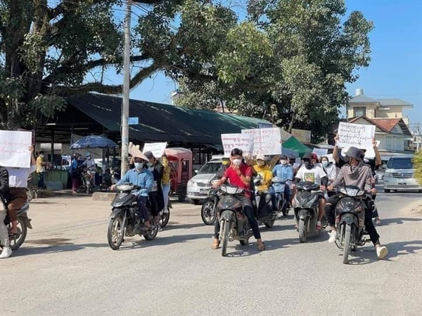 10일 샨주 남캄 지역에서 반독재시위