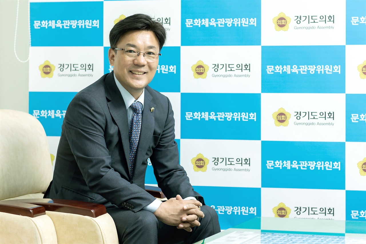 '예술인 기본소득'을 대표 발의한 최만식 경기도 의원