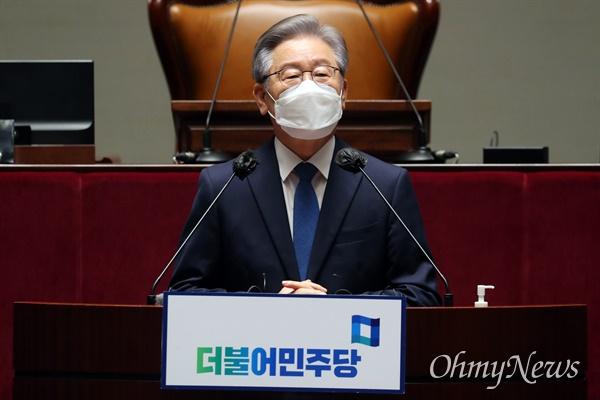 이재명 대선 후보가 15일 오전 서울 여의도 국회 예결위회의장에서 열린 더불어민주당 의원총회에서 발언하고 있다.