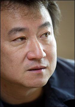 소설가 김진명씨.