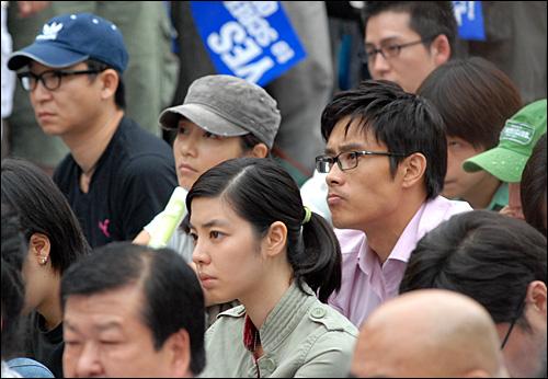 1일 서울 대학로에서 열린 스크린쿼터 축소 반대 집회에서 참석한 영화배우 장진영, 이병현, 김민선.